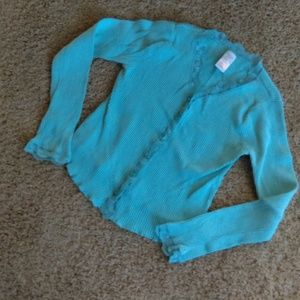 Blue ribbed shirt with lace trim